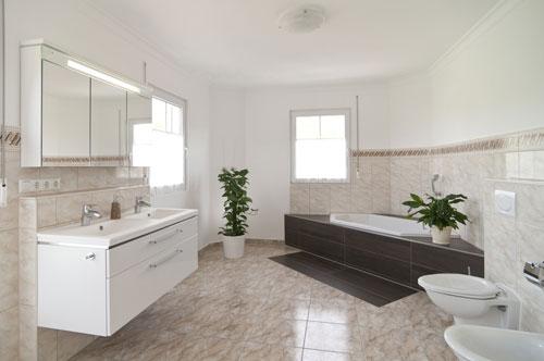 Daher Sind Moderne Badmöbel Neben Den Sanitärobjekten Das Herz Von Jedem  Badezimmer. Neben Dem Nutzen Als Bad Modern