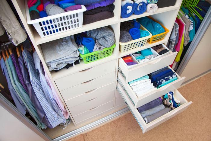ordnung im kleiderschrank ist nur der anfang infoportal zum thema haus. Black Bedroom Furniture Sets. Home Design Ideas