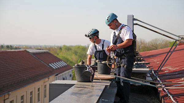 Industriekletterer-bei-der-Arbeit