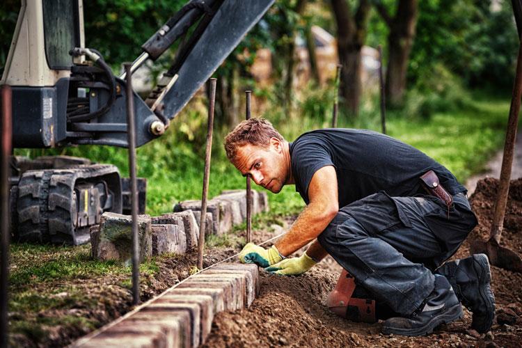 Hausbau – Pflasterarbeiten – Erdarbeiten – Strassenbau