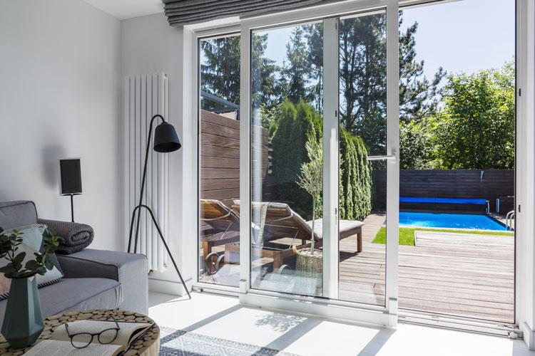 Wie eine Glasschiebetür Ihre Terrasse winterfest macht