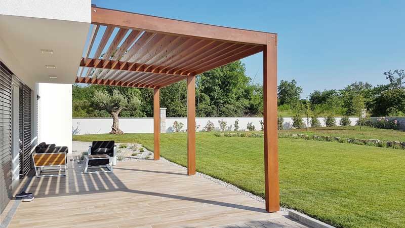 Terrassenüberdachungen – Konstruktion aus Holz oder Aluminium?
