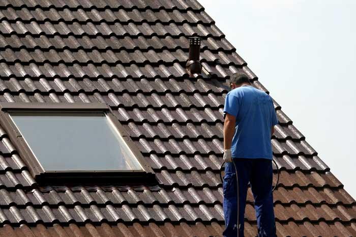 Dachbeschichtung -Schluss mit dem dreckigem Hausdach