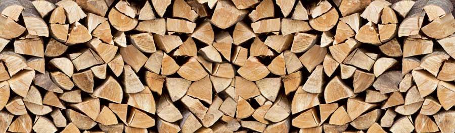 Der Winter kommt: Brennholz richtig trocknen, spalten und lagern