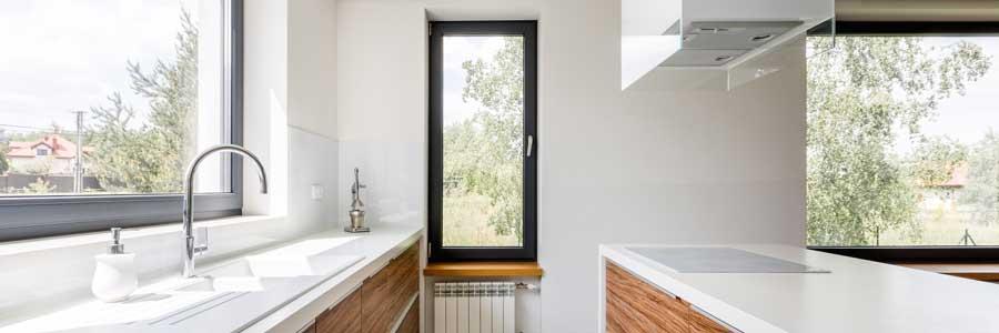Die eigene Küche mit Fenstern aufhellen und verschönern: So geht's!