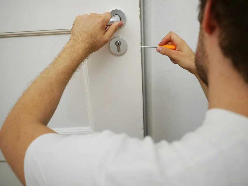 Seriösen Schlüsseldienst erkennen und vor Abzocke schützen!