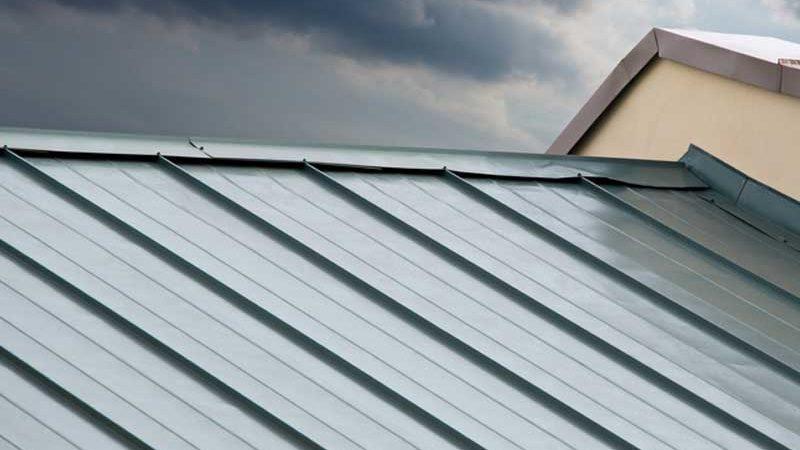 Gartenhütte und Geräteschuppen – Wellblechplatten als ideale Dacheindeckung