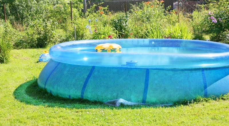 Entspannen im eigenen Gartenpool