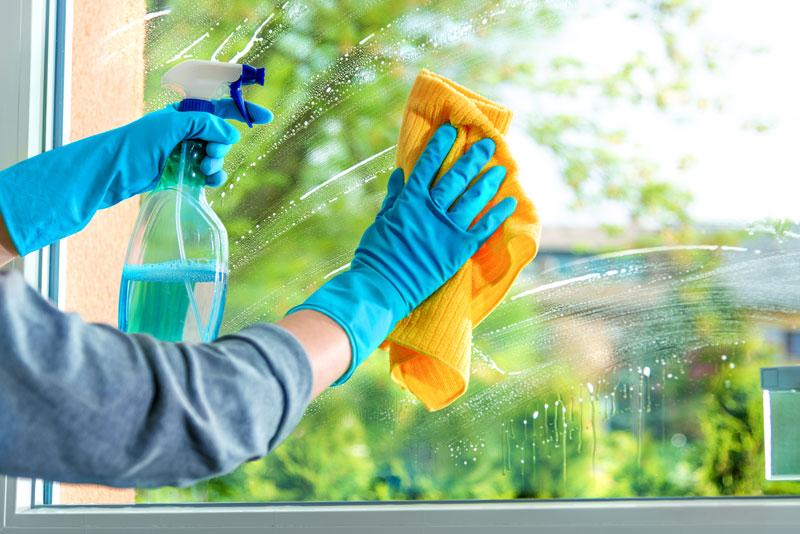 Wie putze ich Fenster streifenfrei?